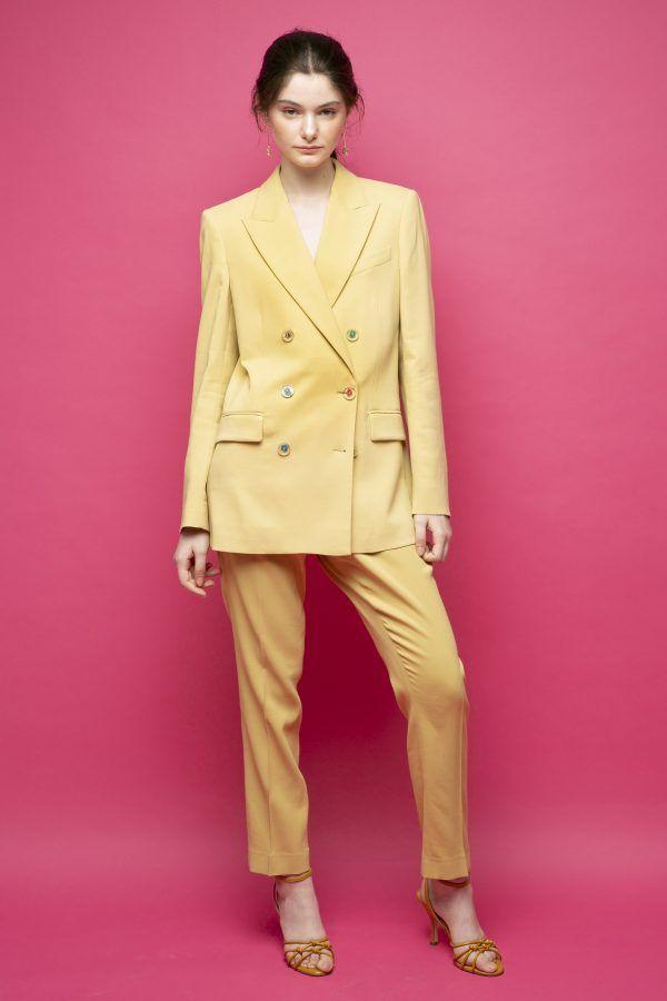 Racil-Maxime-traje-conjunto-amarillo-1
