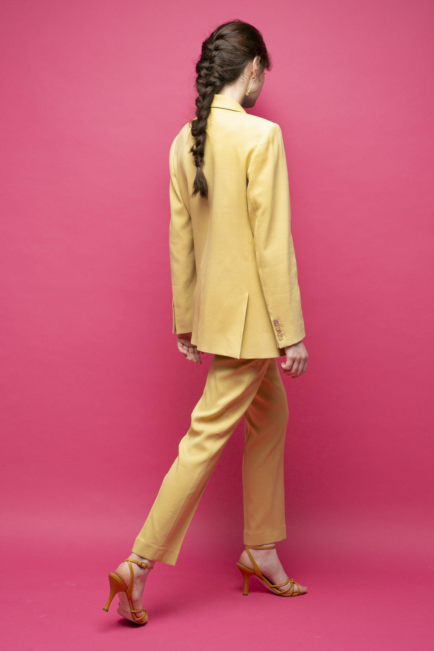 Racil-Maxime-traje-conjunto-amarillo-2