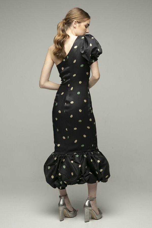 Azulu-vestido-negro-un-hombro-midi-3